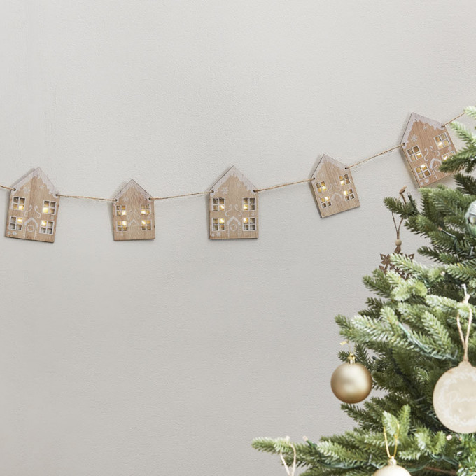 noel 105   wooden gingerbread house bunting with light up windows v2